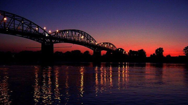 A kétszer felrobbantott Mária Valéria- híd