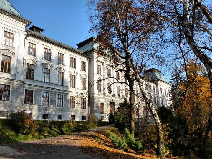 Selmecbánya, a Selmecbányai Akadémia és a selmecbányai E betű